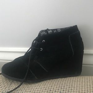 TOMS Women's black suede booties